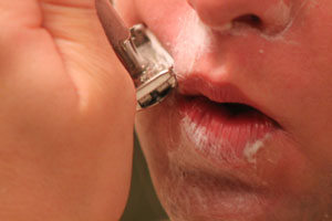 shaving the lip safety razor
