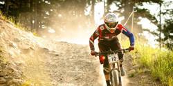 downhill riding mountainbike